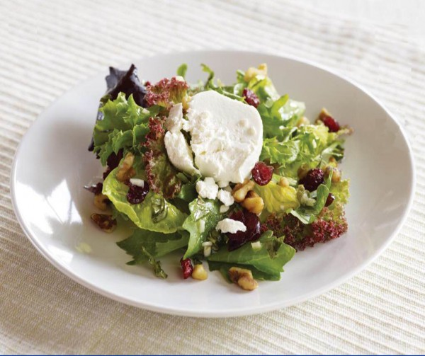 Artisan Salad with Toasted Walnuts and Goat Cheese | Butterball